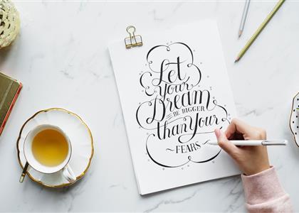Solltest du für dein Logo eine Serifen- oder serifenlose Schriftart wählen?